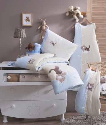 Ensemble lit et vêtements assortis pour bébé