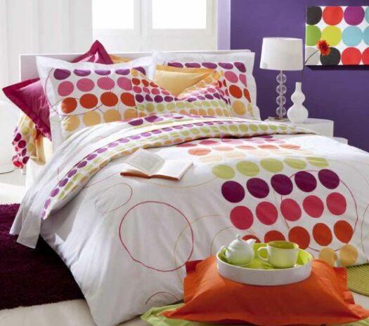 Linge de lit avec ronds multicolores roses, mauves, rouges, jaunes et orange, coton